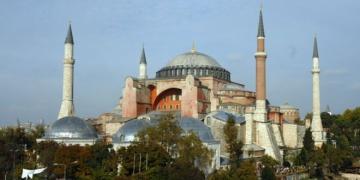 İstanbulun en ünlü mekanlarından biri: Ayasofya.