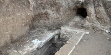 Kütahyada Kaçak kazı yapanlar mezar odası buldu