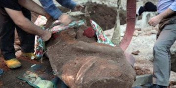 Kocaelide inşaat sırasında heykel bulundu.