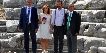 Antik şehirde tanışıp, antik şehirde evlendiler