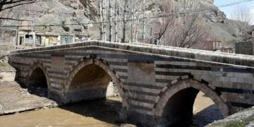 Vanda 350 yıllık köprü yıkılmak üzere