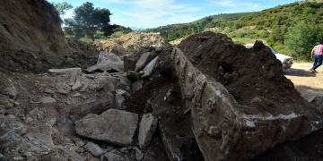 Manisada definecilerin çıkarttığı lahit müzeye konuldu