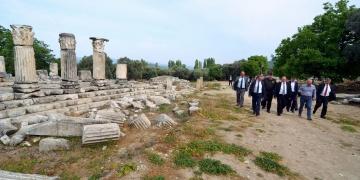Lagina Kutsal Alanı ve ilk kazı evi
