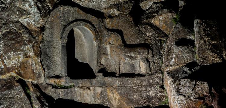Konya'da iki bin yıllık At yarışı kuralları kitabesi bulundu