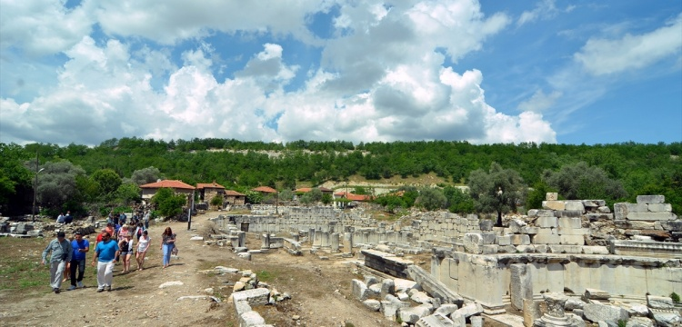 1653 yıl önceki depremde yıkılan antik tiyatro restore edilecek