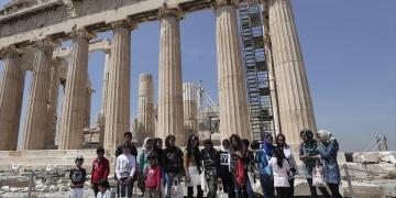 Atinada Mültecilere Akropolisii gezdirdiler