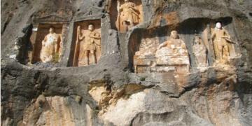 Kültürel ve Doğal Mirası İzleme Platformundan Adamkayalar çağrısı