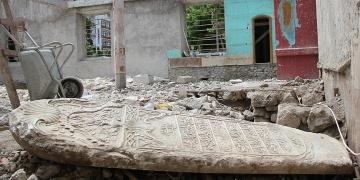 Tarihi camide 1800lü yıllardan kalma mezar taşı