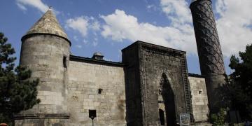 Erzurumun turistik Selçuklu şaheseri Yakutiye Medresesine ilgi yoğun
