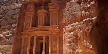 Petranın gizemli kumlarında dev bir yapı bulundu