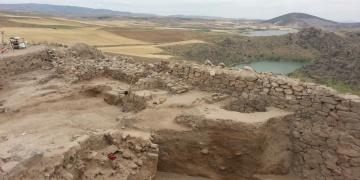 Kaymakam ögrencilerle Arkeolojik kazı alanı gezdi