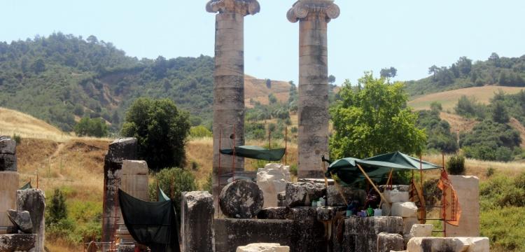 Artemis Tapınagı'nı kadınlar temizliyor