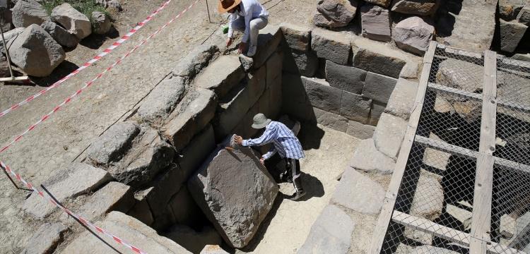 Erzincan Altıntepe Kalesi'nde kazı çalışmaları
