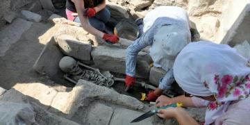 Stratonikeiada genç kadın iskeleti bulundu