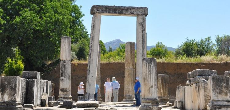 Yatağan'daki Hekate Tapınağı'nın sütunları ayağa kaldırılacak