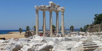 Side Apollon Tapınağı turistlerin uğrak alanı