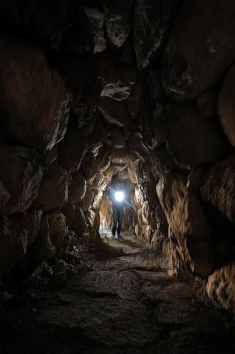 Alacahöyük'te 2.300 yıllık gizli geçit bulundu