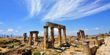 Vali, Büyükelçisiye Hierapolisi şikayet etti