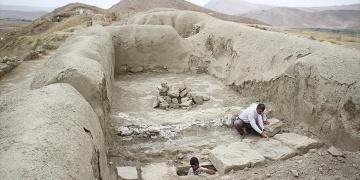 Urartulara ait kanalizasyon sistemi gün yüzüne çıkarıldı