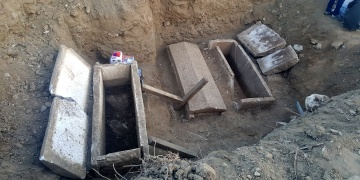 Çanakkalede bulunan lahitlerin kapakları açıldı
