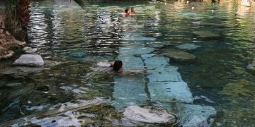 Pamukkaledeki antik havuzda çökme