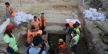 İnşaat kazısında oda mezar bulundu