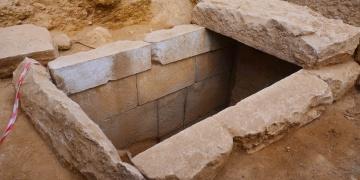 Milasta 2 bin 400 yıllık oda mezar bulundu
