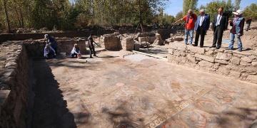 Mozaik tarlasında bin 500 yıllık sikke bulundu