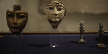 Mısırda tarihi eser kaçakçılarından yakalanan eserler sergisi