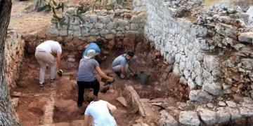 Myra Antik Kentinde Dört Oda Mezar Bulundu