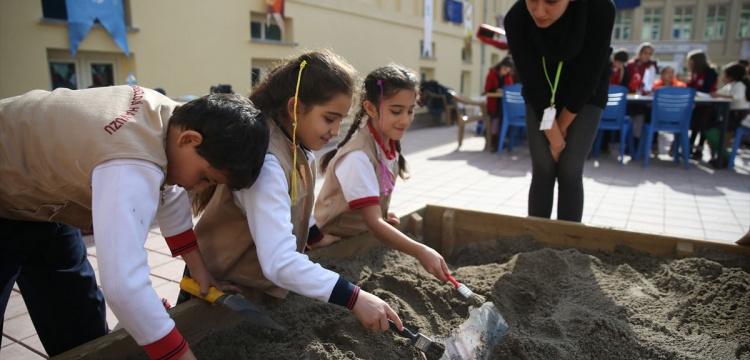 Gaziantep'te Minikler arkeolojik kazıyı uygulamalı öğrendi
