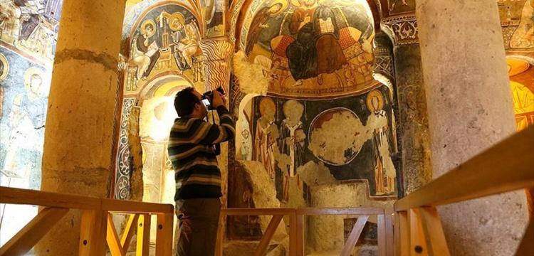 Kapadokya'daki bin yıllık freskler turistleri büyülüyor