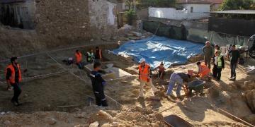 Milasta inşaat kazısında 17 mezar daha bulundu