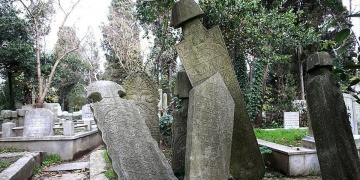 Tarihi Mezar Taşları Yok Ediliyor