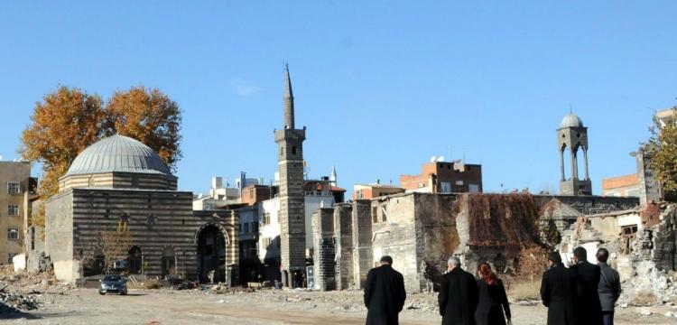 Sur'da tahrip edilen eserler restore ediliyor