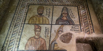 Tarihi mozaiklerde dönemin insanları resmedilmiş