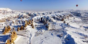 Kapadokyadaki kar altında başka güzel