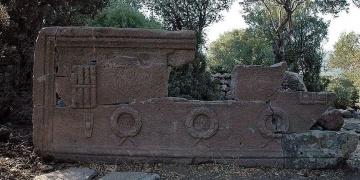 Manisada 2200 yılık Gymnasiarkhos lahiti