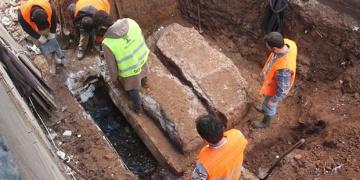 Milasta oda mezarı betonla kapatmaya çalıştılar
