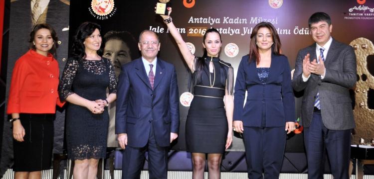 Prof. Dr. Jale İnan ödülü Sibel Önder'e verildi