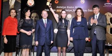Prof. Dr. Jale İnan ödülü Sibel Öndere verildi
