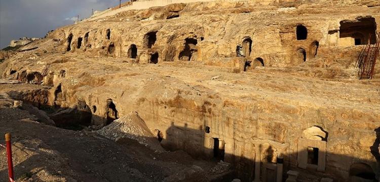 Şanlıurfa'da tapınak görünümlü kaya mezarı turizme hazır