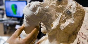 Palmirada kırılan büstler 3D yazıcıyla onarıldı