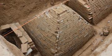 Çinde 6 metrelik mini piramit bulundu