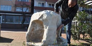 Bartın sahilinde kırık Roma heykeli bulundu