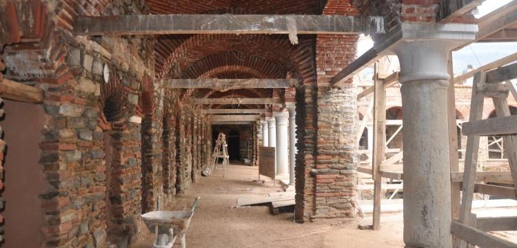 Tire'de  bulunan 600 yıllık Kutu Han restore ediliyor