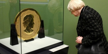 100 kiloluk altın hatıra parası müzeden çalındı