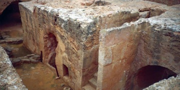 Kıbrısta muhtemelen Batlamyus prensine ait mezar bulundu