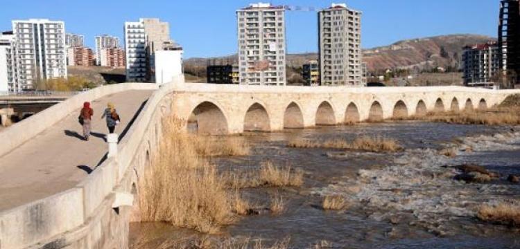 Tarihi Eğri Köprü neden eğri?