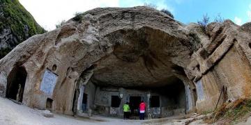 Çinin kuzeyinde Türklerin yaşadığı mağara